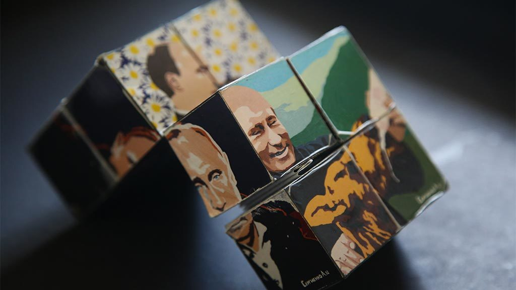 Почти половина россиян уверены, что Конституция меняется ради ...